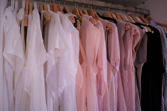 Frauen und Kleider